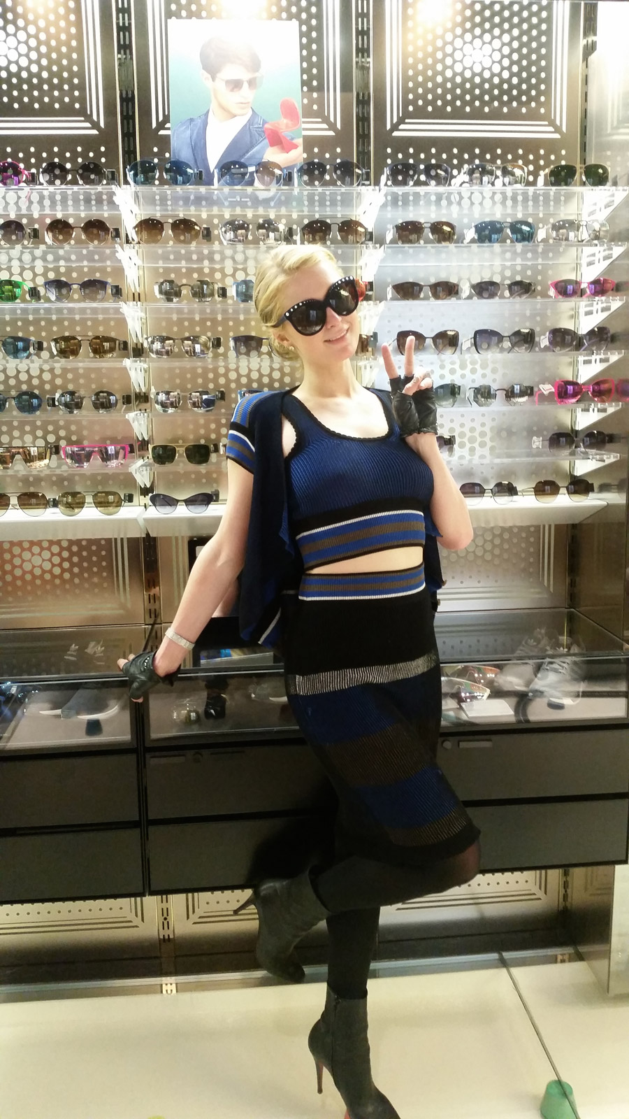 Paris Hilton during her visit, this Wednesday 21,  to Italia Independent store in Milan (Photo: Release)