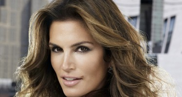 Photo of Cindy Crawford is a fake! Read what the photog says…