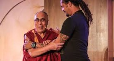 "Exclusive | The Dalai Lama jokes with 'Jane the Virgin' star, he has ""no idea"" how to be a good father (video)"