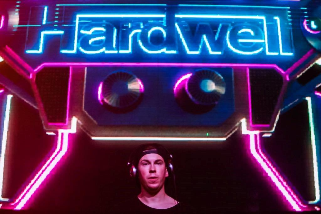DJ Hardwell playing at Salvador, Bahia, for Brazilian carnival (Photo: Caio Duran e Charles Naseh)