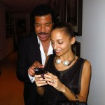 Lionel Richie shares a tender moment with his daughter Nicole Richie. (Photo: JETSS)