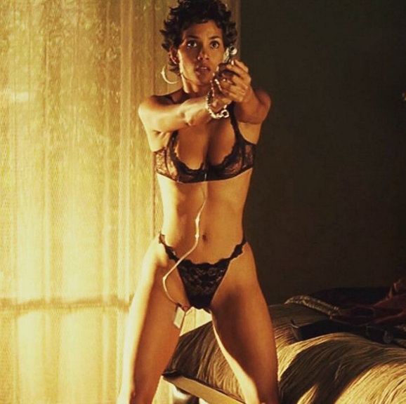 Halle Berry posts topless pic right after joining ... холли берри инстаграм