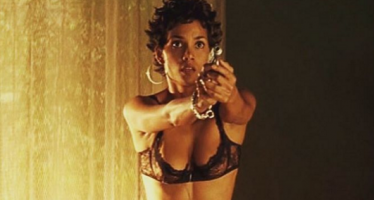 Halle Berry posts topless pic right after joining Instagram