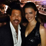 "Lionel Richie – ""The autograph doesn't have the same value these days, but I like taking pictures with my fans for thousands of others to see on social networks. It's fun!"" (Photo: JETSS)"