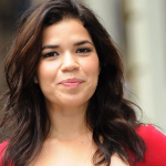 "America Ferrera – ""I refused to say the name Donald Trump. Can someone re-edit my speech?"" (Photo: Divulgación/JETSS)"