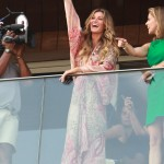 Gisele Bündchen on the balcony of the Fasano Hotel in Ipanema. (Photo: AgNews)