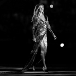 Gisele Bündchen did an amazing catwalk strut at the 2016 Olympic Games opening ceremony. (Photo: Instagram, @rodolfocorradin)