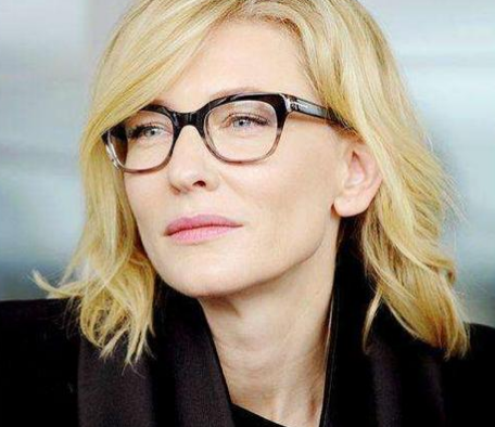 6a54ef583d 30 hot female celebrities with glasses - Jetss