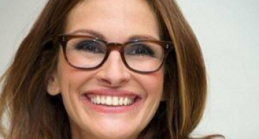30 hot female celebrities with glasses