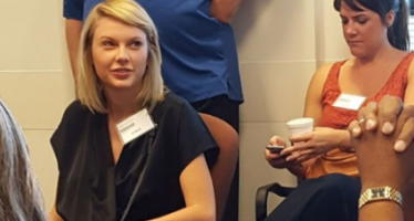 Taylor Swift reports for jury duty, takes selfies