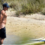 Orlando was recently snapped paddleboarding naked with Katy Perry. (Photo: Instagram, @diarioavance)