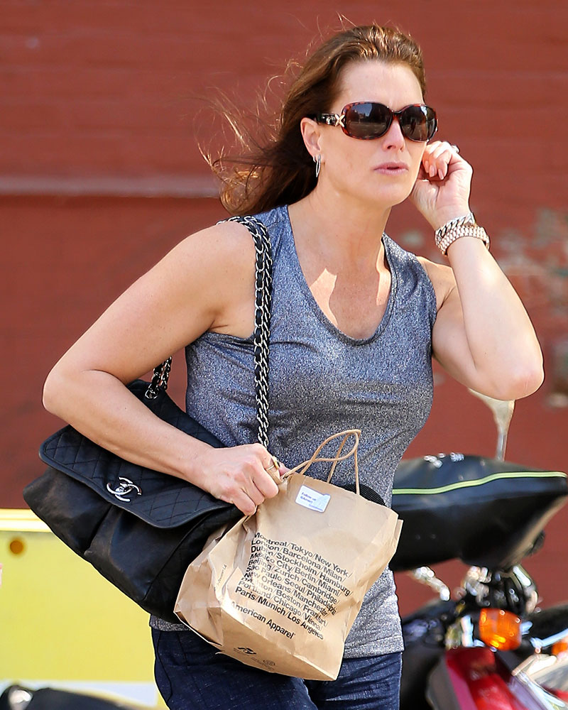 a8a723f4e19c 35 celebs who love Chanel bags - Jetss