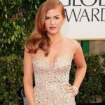Isla Fisher really knows how to hold her pose on the red carpet. (Photo: Instagram, @islafisherlove)
