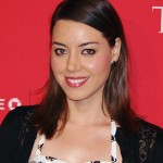 "Aubrey Plaza recently admitted to falling in love ""with boys and girls."" (Photo: Twitter)"