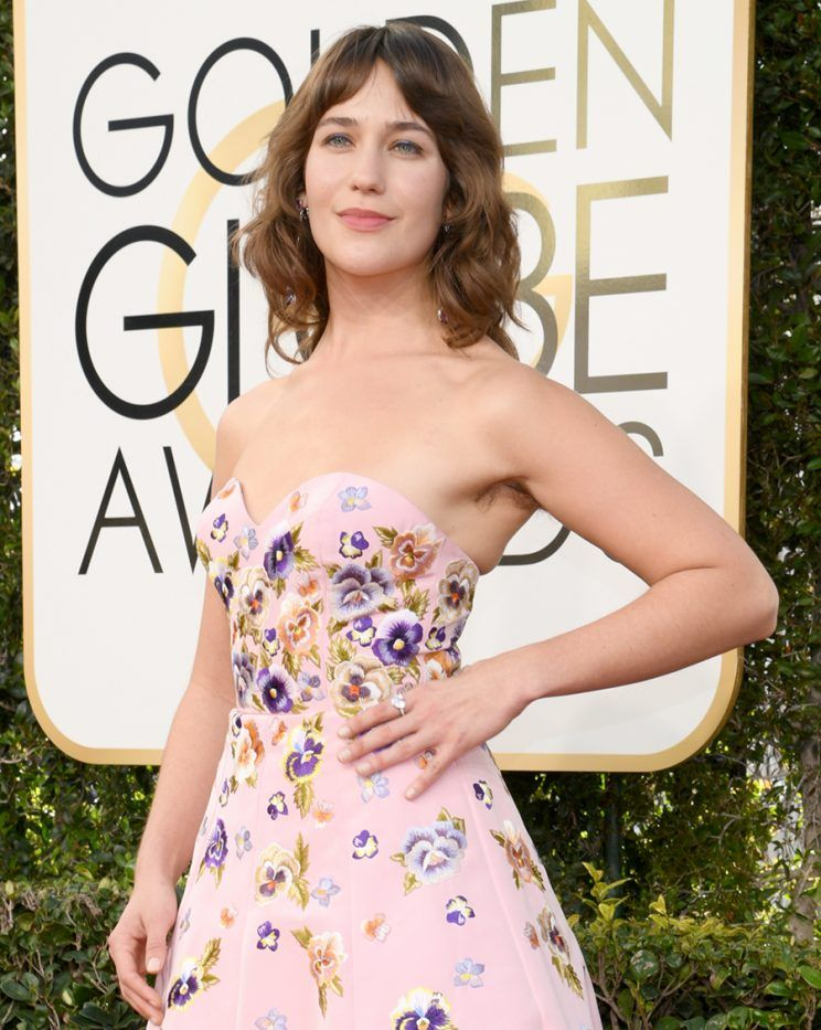 Lola Kirke raw and proud at the 2017 Golden Globes. (Photo: Instagram/Reproduction)