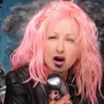 Cyndi Lauper has taken the mic to criticize former rival Madonna. (Photo: Flickr/Reproduction)