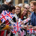 Prince Harry greets his fans. (Photo: Wikimedia/Reproduction)