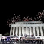 Best: The fireworks at Lincoln Memorial. (Photo: Twitter/Reproduction)