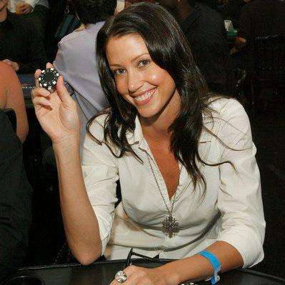 Shannon Elizabeth turned her vacation hobby into an action-poker breadwinner. (Photo: Twitter)