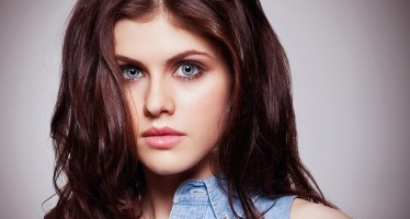Late Bloomer – Baywatch Babe Alexandra Daddario Was A Lonely Bookworm In School