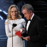 Warren Beatty and Faye Dunaway deal with a disaster at the Oscars. (Photo: Twitter)