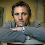 Viggo Mortensen is a truly gifted man. Among his many talents, the actor knows multiple foreign languages. He speaks fluent Danish — as he holds double nationality: American and Danish —, Spanish — since he was practically raised in Argentina—, Italian, and French. However, Mortensen says his favorite language is Spanish. (Photo: Archive)