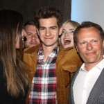 Emma Stone has no problem crashing Andrew Garfield's photo with friends. (Photo: Archive)