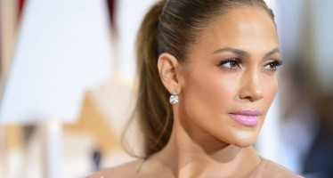 Jennifer Lopez To Star And Produce A New Romantic Comedy
