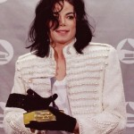 The King of Pop posing with his Grammy award in 1993. (Photo: Archive)
