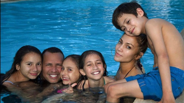 Jennifer Lopez shared a picture of her Sunday Funday next to her boyfriend Alex Rodriguez, and their respective children, Max and Emme, and Ella and Natasha. (Photo: Instagram)