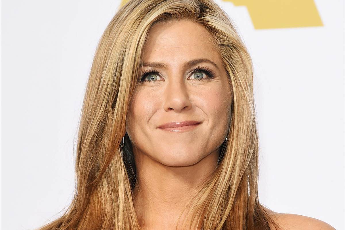 """Jennifer Aniston confessed she is a computer illiterate. """"When I see people on their BlackBerrys, working them like some girls work a hairdryer, I'm just stunned."""" (Photo: Archive)"""