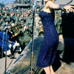 "In 1954, Marilyn interrupted her honeymoon in Japan to perform at 10 concerts for the American troops in Korea. Some of the soldiers described the moment as one of the ""most unforgettable of their lives"". With her visit, Marilyn gave strength to the soldiers to continue fighting in the war. (Photo: Archive)"