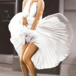 "In 1955, Marilyn Monroe played the most iconic role of her life. The scene in ""Seven Year Itcht"", where Monroe stand on the grilles of a subway wearing a white dress that flies with the wind is, without a doubt, one of the most remembered scenes of the 20th century. (Photo: Archive)"