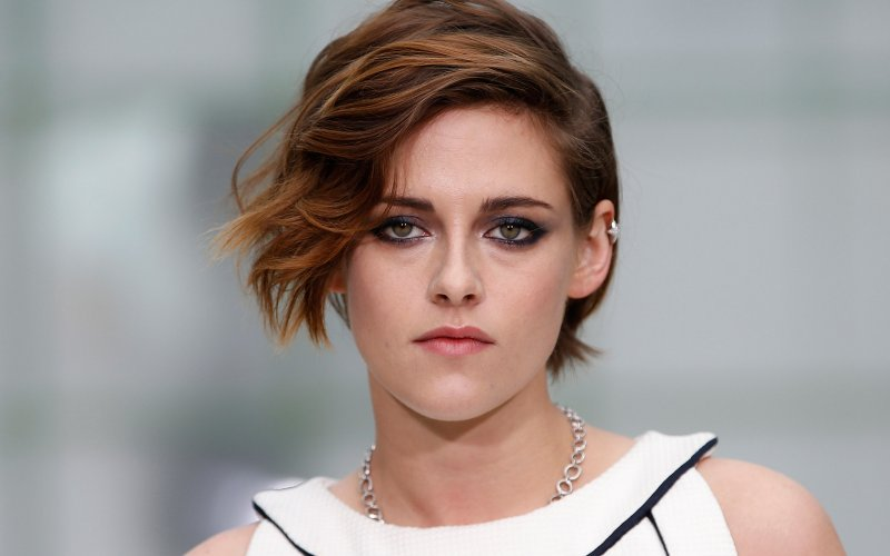 """Social media drives Kristen Stewart crazy. """"I see people on their phones and I just want to take these cookies and throw them. It's like 'Get off your f**** phone and get a life!' I get so mad."""" (Photo: Archive)"""