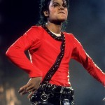 Michael doing one of his unique dance moves at a concert in Tokyo, in 1987. (Photo: Archive)