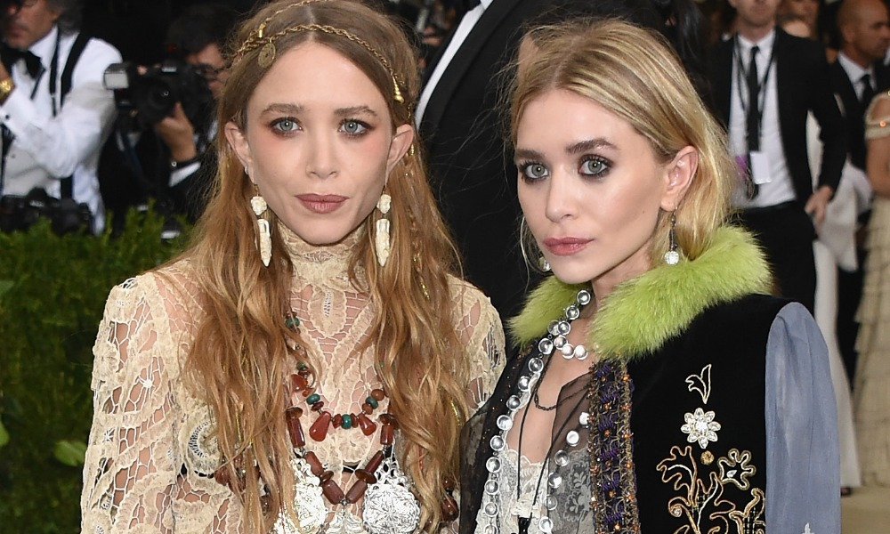 mary kate and ashley olsen hollywood s most famous twins. Black Bedroom Furniture Sets. Home Design Ideas