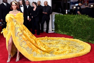Our 27 Favorite Sun-Like Yellow Dresses Of The Red Carpet