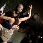Obama dancing tango on a visit to Argentina. (Photo: Archive)