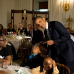 Obama next to a boy who didn't seem to have as much fun as other during the Father's Day ice cream social in the White House. (Photo: Archive)