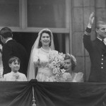Another picture of Princess Elizabeth II of England and Philip, Duke of Edinburgh, posing on their wedding day on November 20, 1947. (Photo: Archive)
