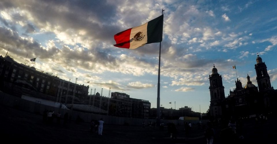 Actors, singers, activists, and politicians sent messages of love and support for the victims of the powerful earthquake occurred in Mexico on Tuesday. (Photo: Archive)