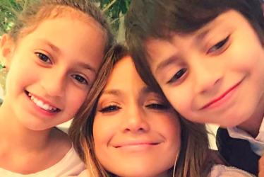Jennifer Lopez's Twins In Adorable Back-To-School Picture