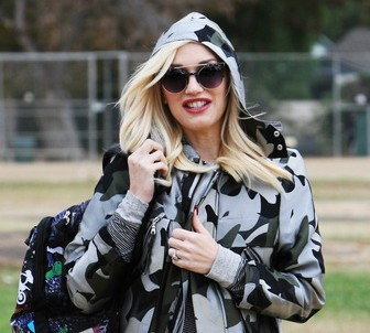 Gwen Stefani taking her son Kingston Rossdale to soccer practice. (Photo: WENN)