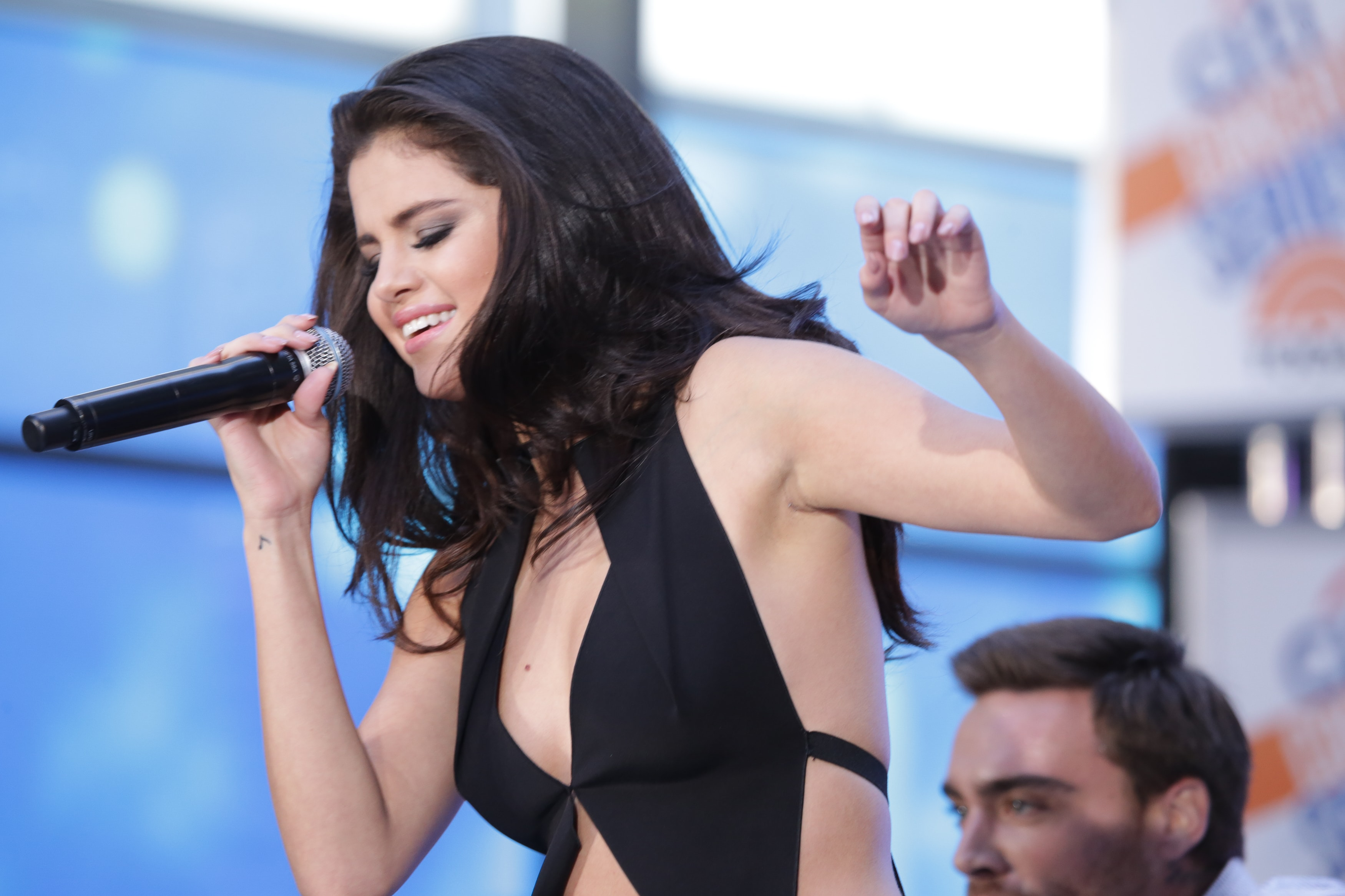 Selena Gomez is ready to come back to the big stages with a special performance at the 2017 American Music Awards. (Photo: WENN)