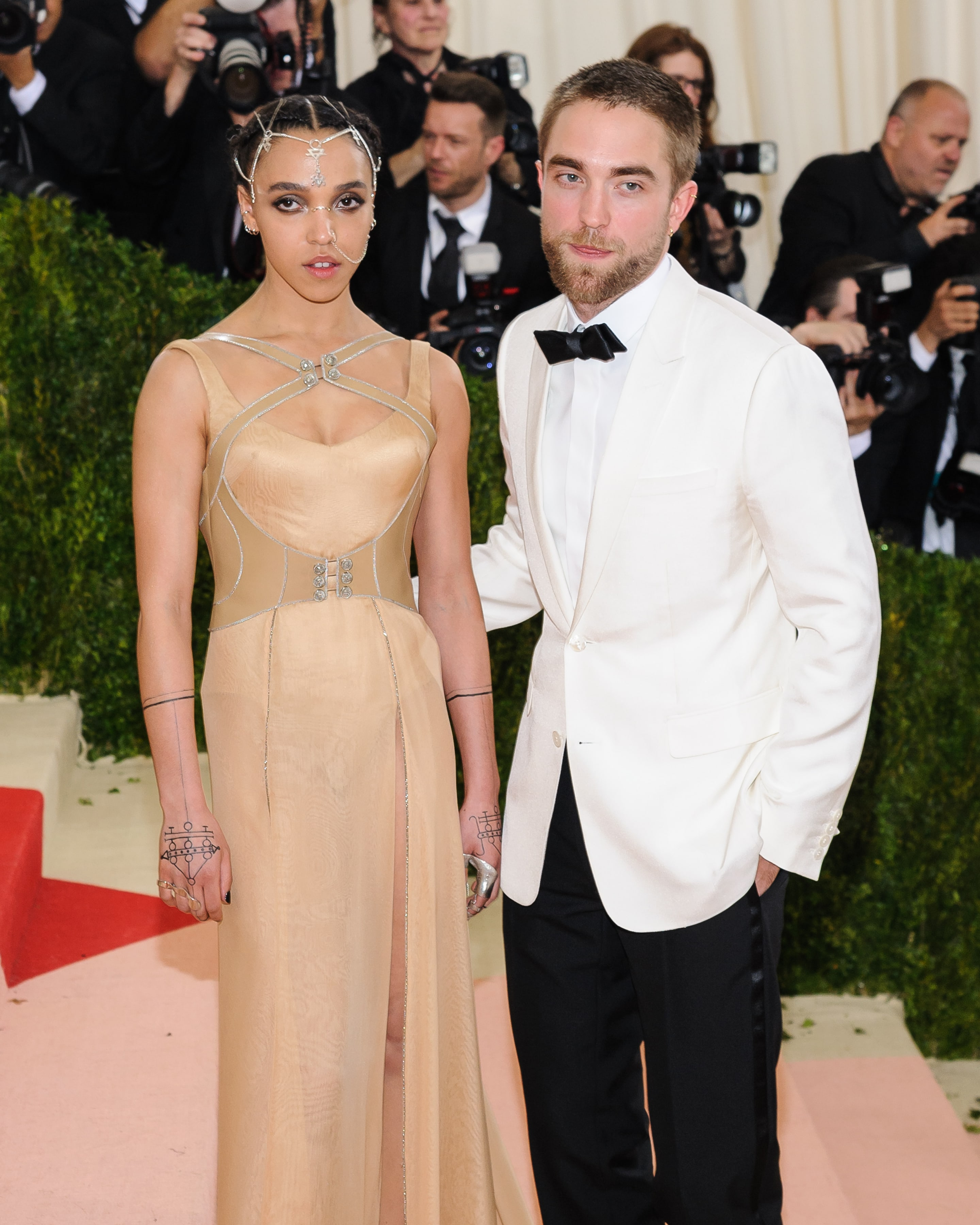 Robert Pattinson Dating FKA Twigs Actor Is Really in