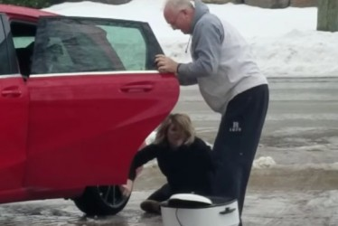 Mom And Sister Laugh Their Heads Off As Woman Struggles To Walk Across Icy Driveway