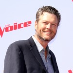 "Take a look at some of the most hilarious tweets roasting Blake Shelton's ""Sexiest Man Alive"" title. (Photo: WENN)"