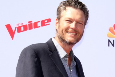 "Blake Shelton Is ""The Sexiest Man Alive"" And The Internet Begs To Differ"