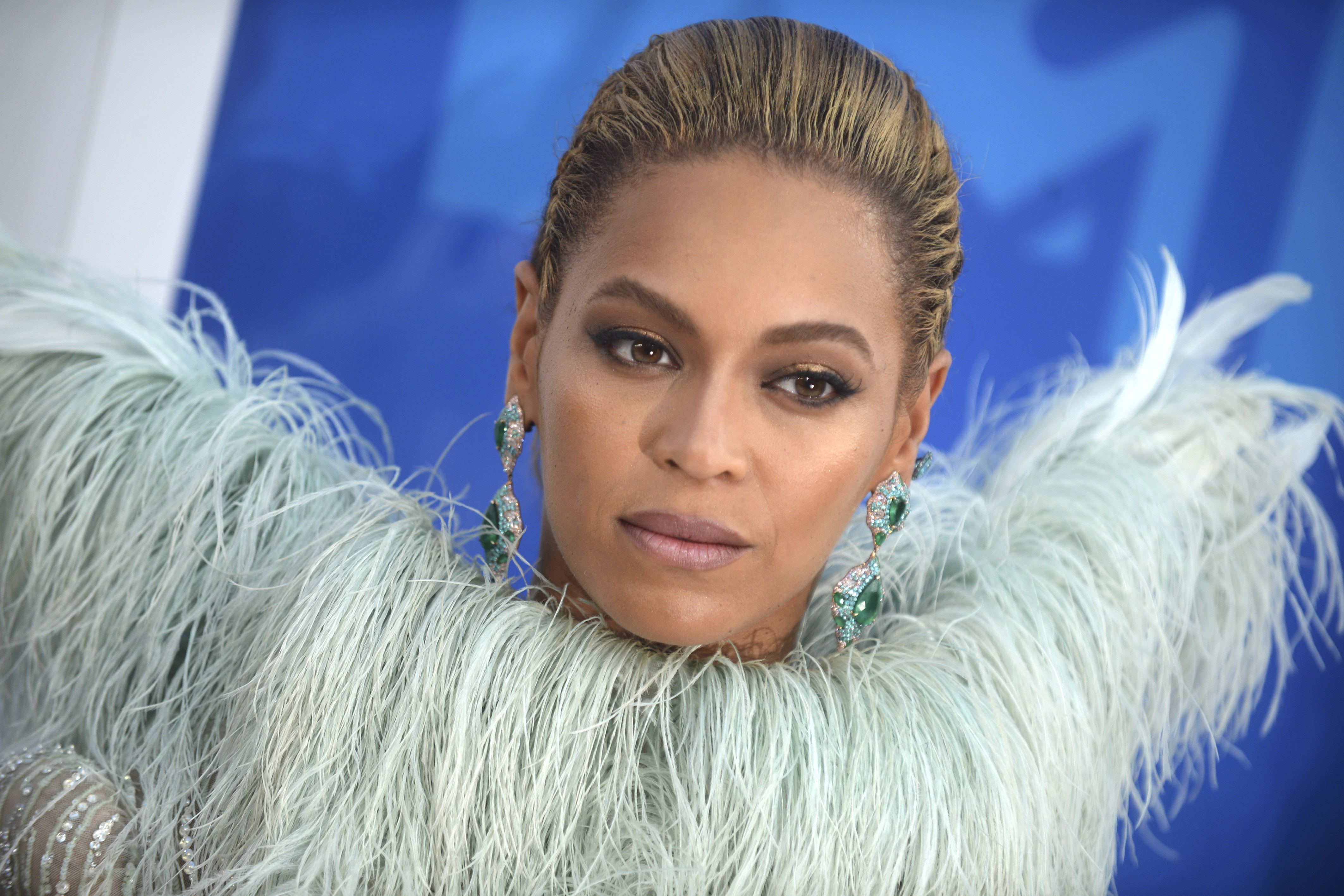 Beyoncé is leading the cast for the live-action remake of Lion King and people are going savannah-wild! Here are some of the funniest reactions from Twitter. (Photo: WENN)