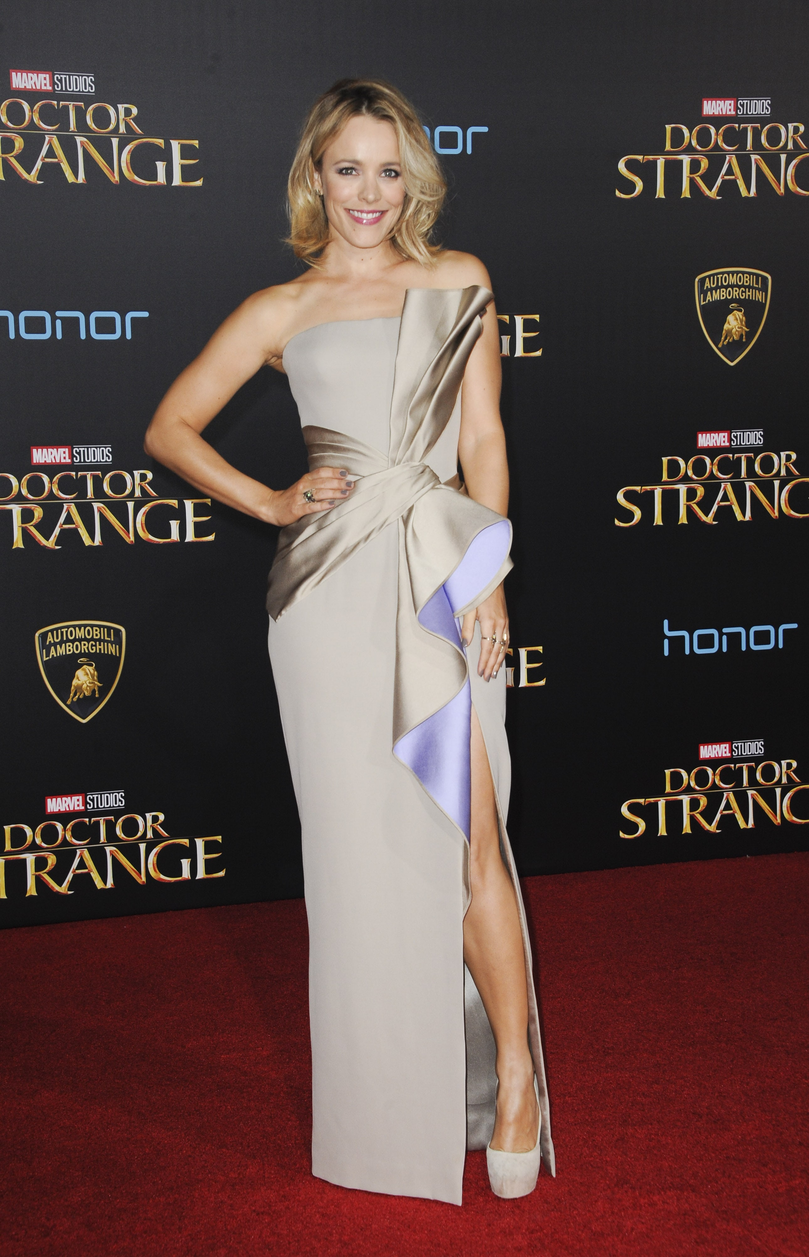 Rachel Mcadams Red Carpet Style Evolution In 15 Pictures